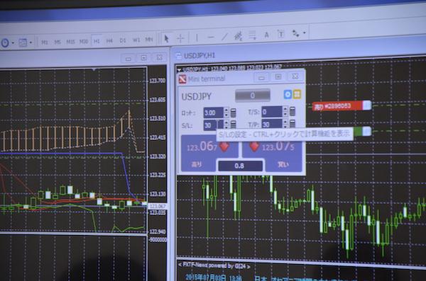 Mini terminalを使えば、自動売買ではない通常の取引も直感的に操作できるとのこと。