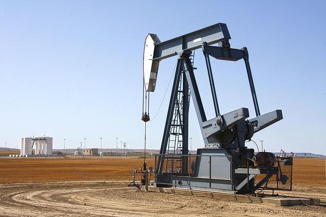 カナダで石油採掘される様子